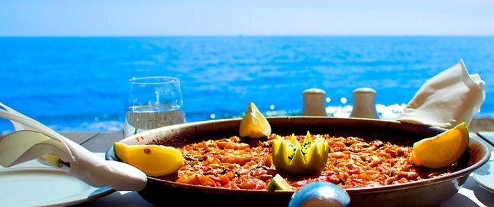 paella al borde del mar